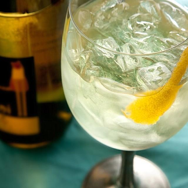 The Juliet white wine Spritzer